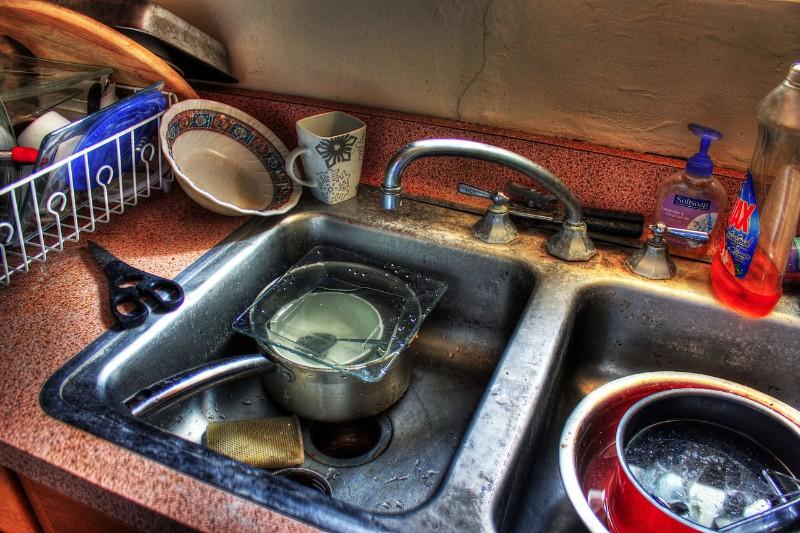 Messy Kitchen | endoftenancycleaninglondongb.com
