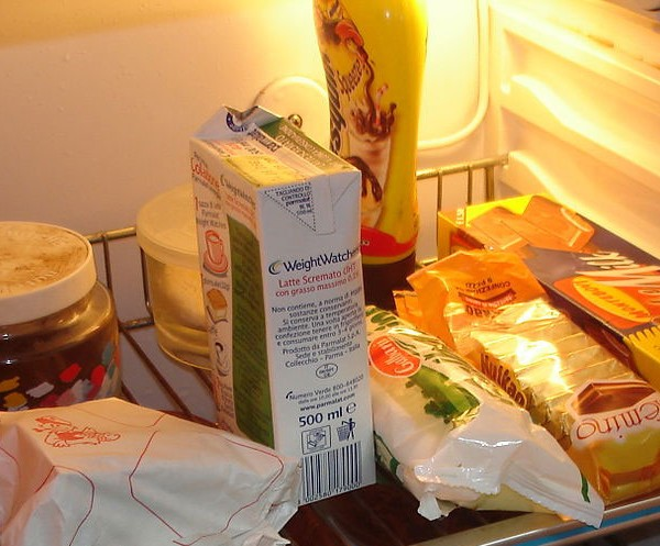 Domestic Cleaning Tips For Cleaning Your Fridge - End Of Tenancy Cleaning London