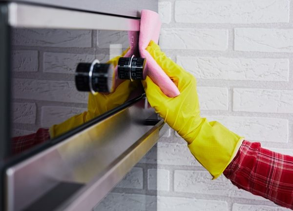 How To Clean An Oven - Polishing